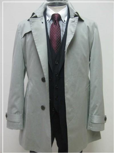 グレーのスプリングコート薄めの色