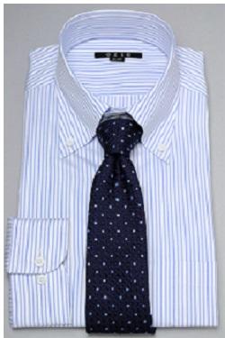 ブルーワイシャツ紺色ネクタイ