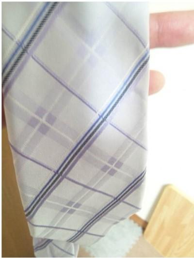 ラベンダー色のネクタイ