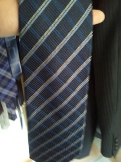 紺色のネクタイ