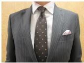 茶色ネクタイ柄物