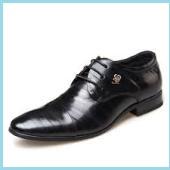 先の尖った靴3