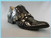 尖った革靴1