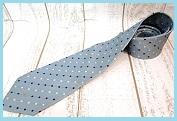 水色ネクタイ柄