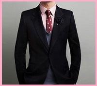 ピンクワイシャツとブラックスーツ2