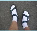 サンダルには、裸足が一番?靴下はダサいのか?