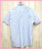 青のメンズ半袖シャツに合わせるインナーは何色が爽やか?