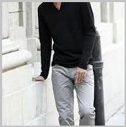 グレーパンツ黒シャツ