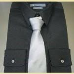 黒ワイシャツシルバーグレー