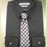 黒ワイシャツチェック柄ネクタイ