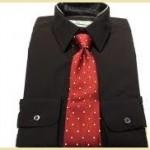 黒ワイシャツ赤ネクタイ