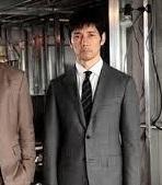 西島秀俊さんがクライシスで着てるスーツやネクタイのブランドは?